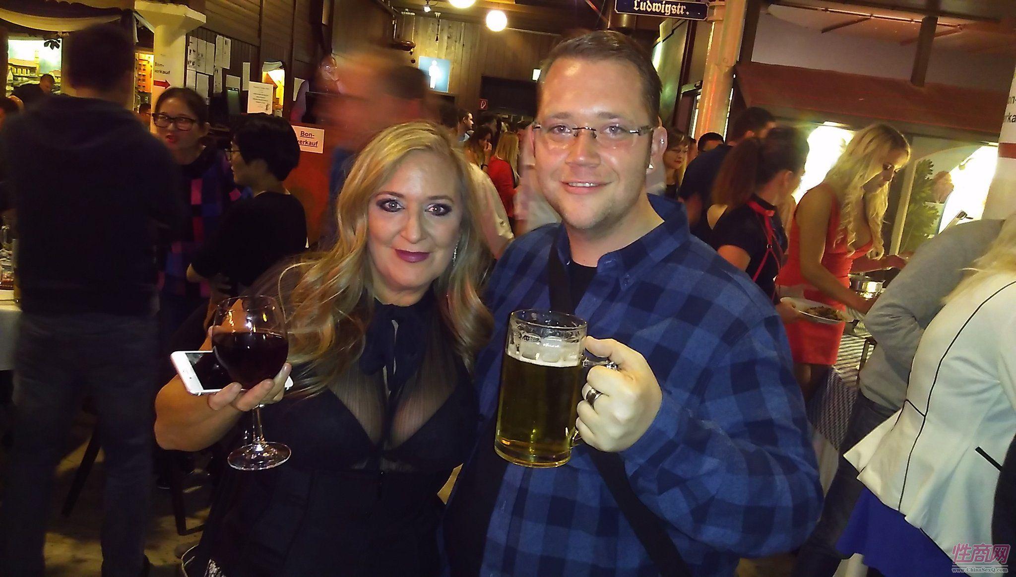 2017德国汉诺威成人展同期举办啤酒节图片3