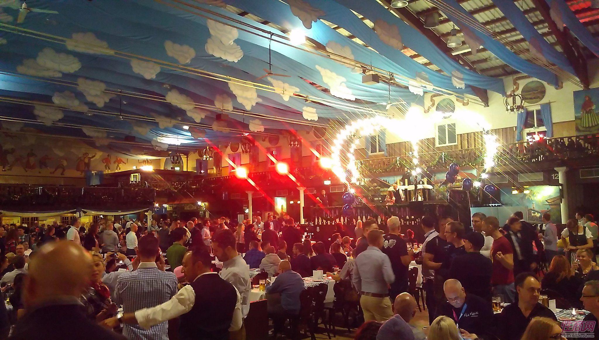 10月12日汉诺完成人展第二天是德国盛大的啤酒节