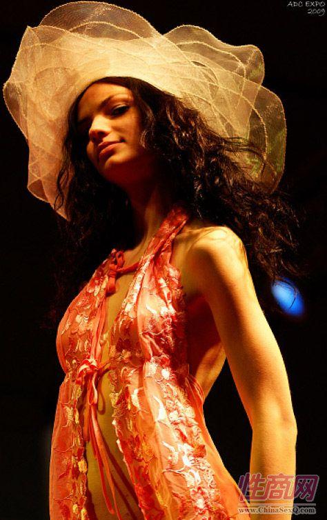 2009上海成人展情趣内衣秀图片1