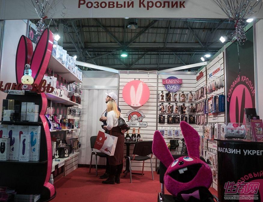 兔子耳朵作为吉祥物的震动器展商