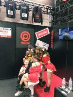 Prestige展台发福利:一群女优抱着你
