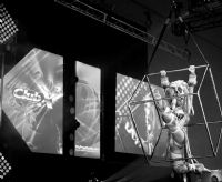 展会第一天Isabelle Deltore的高难度性感表演