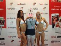 成人软件Redhotpie展台模特
