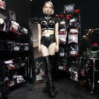 美女设计师蒂尔可可TealeCoco为自己的品牌情趣内衣代言