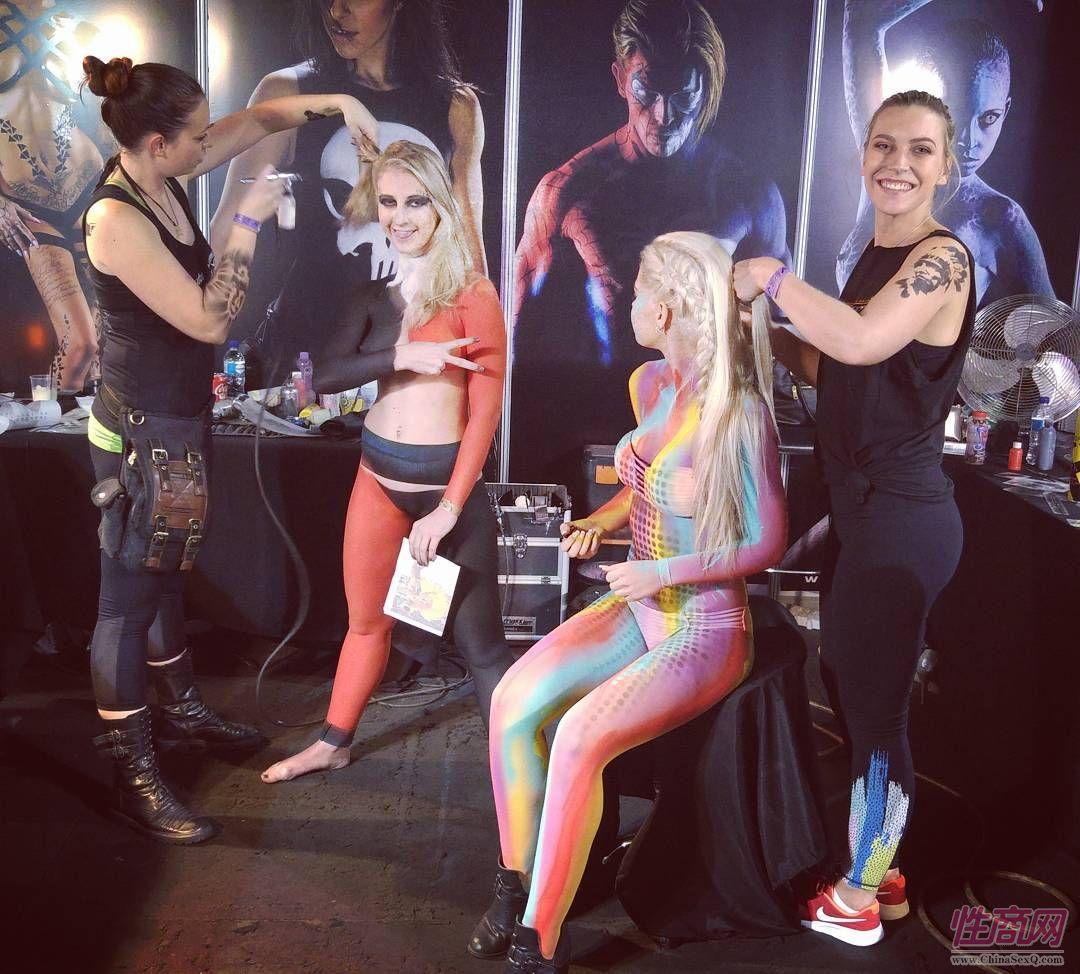 2017南非约翰内斯堡成人展――人体彩绘图片2