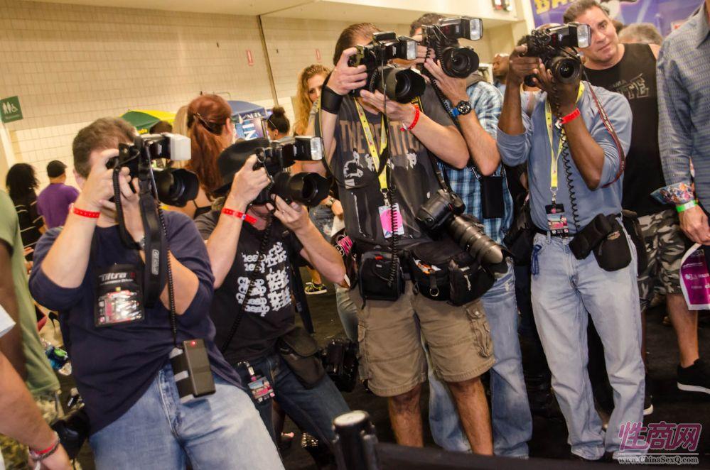 2013美国劳德代尔成人展eXXXotica观众多图片23