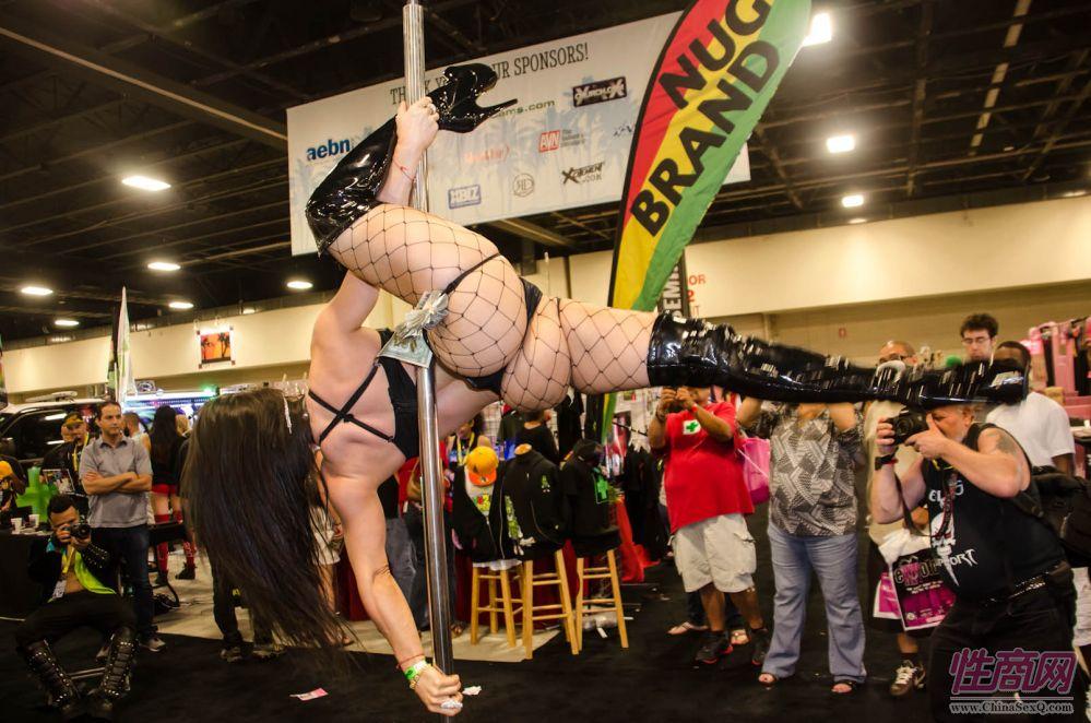 2013美国劳德代尔成人展表演性感而精彩图片2