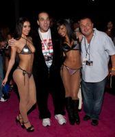 2011美国新泽西成人展eXXXotica参展观众图片1