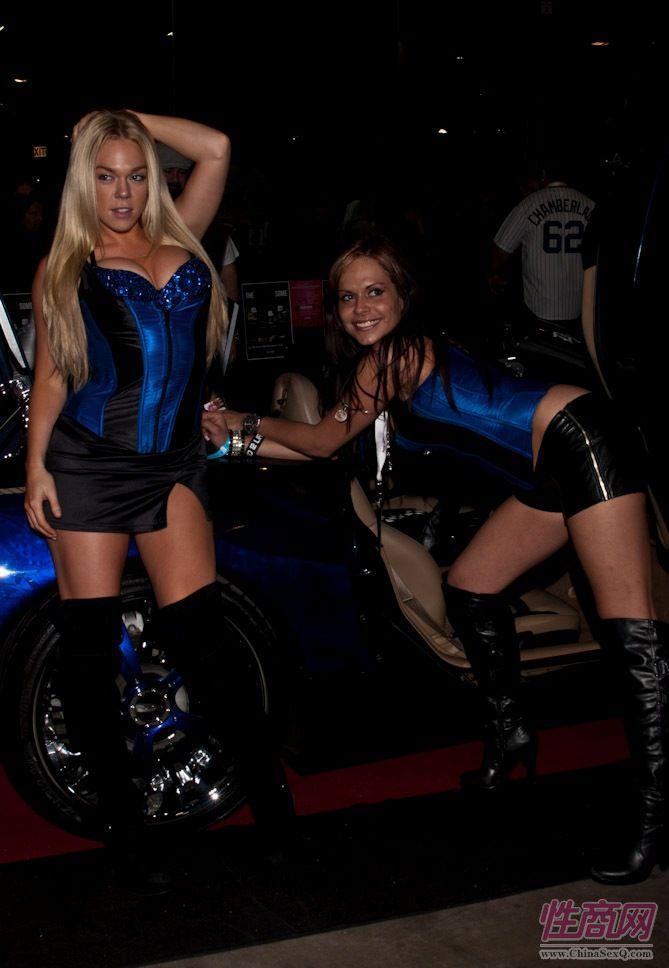 2011美国新泽西成人展eXXXotica香车美女图片6