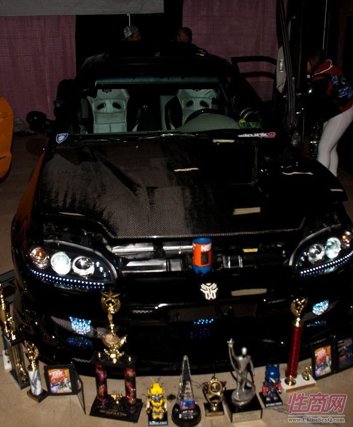 2011美国新泽西成人展eXXXotica香车美女图片20