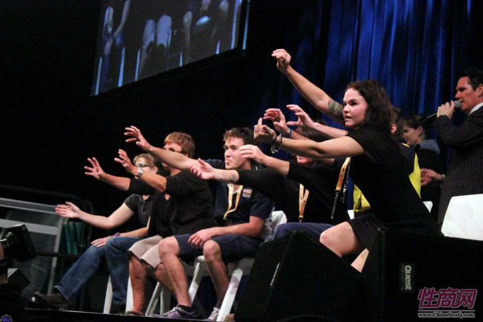2012澳大利亚敦斯维尔成人展惊现催眠大师图片2