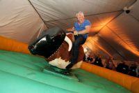 风靡美国的骑牛游戏
