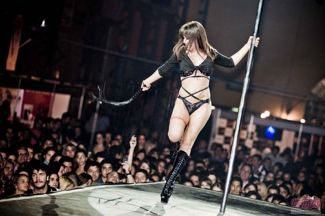 2016阿根廷成人展上演性感热舞引爆现场图片1