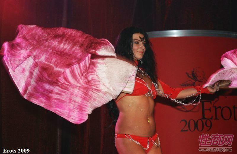 2009拉脱维亚成人展舞蹈表演精彩纷呈图片1
