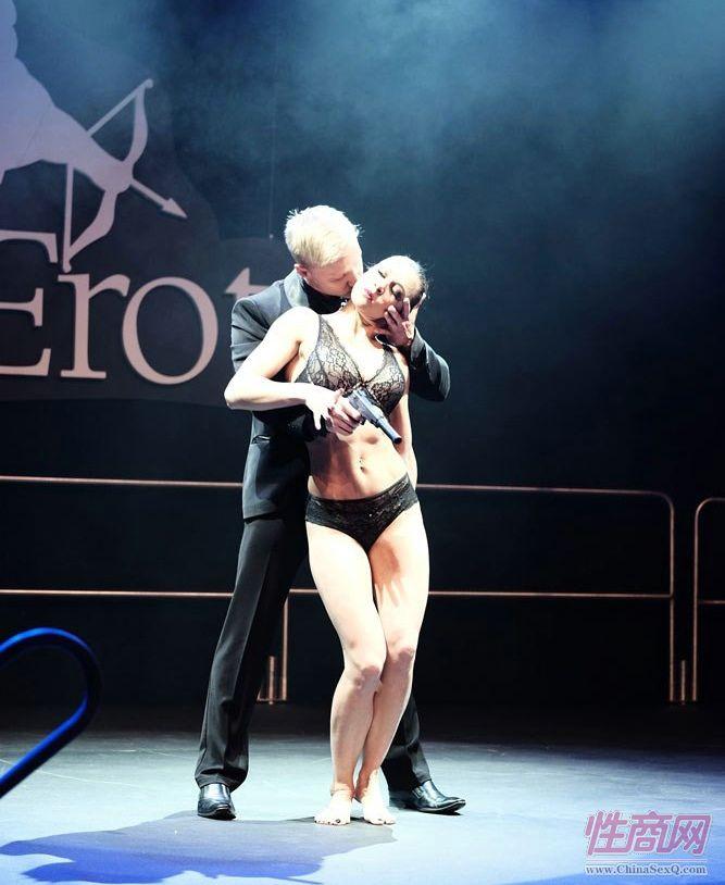 2017年拉脱维亚成人展 Erots--双人舞图片2