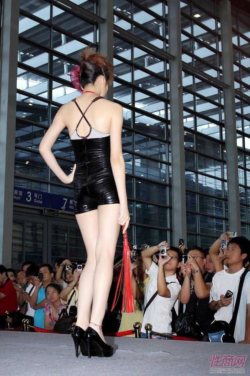 2010第四届深圳性文化节――情趣内衣秀图片3