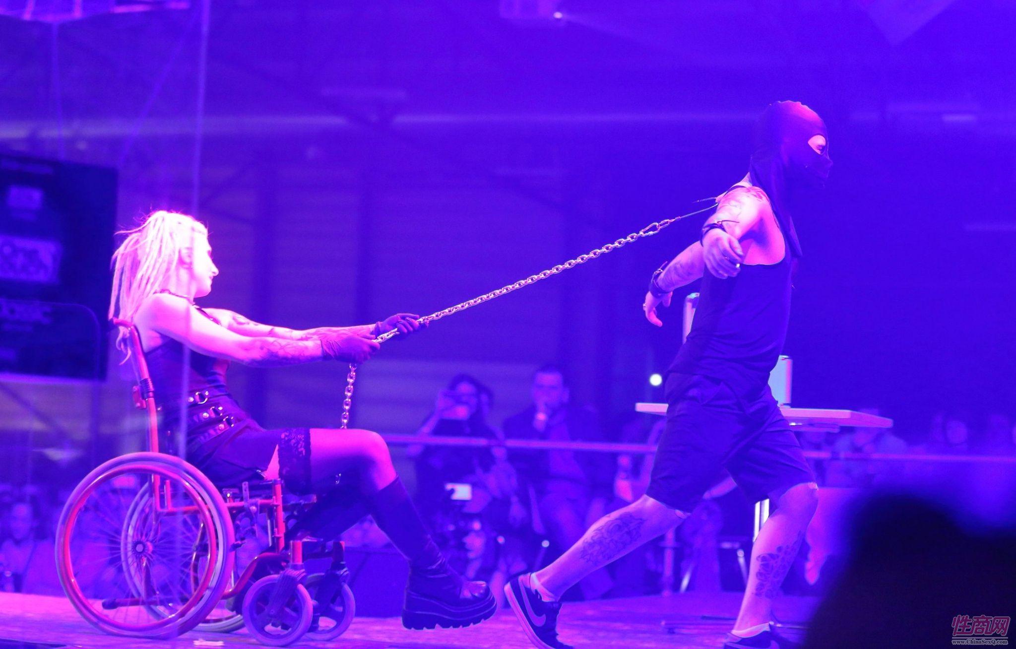 2016第18届拉脱维亚成人展另类SM表演吸睛图片2