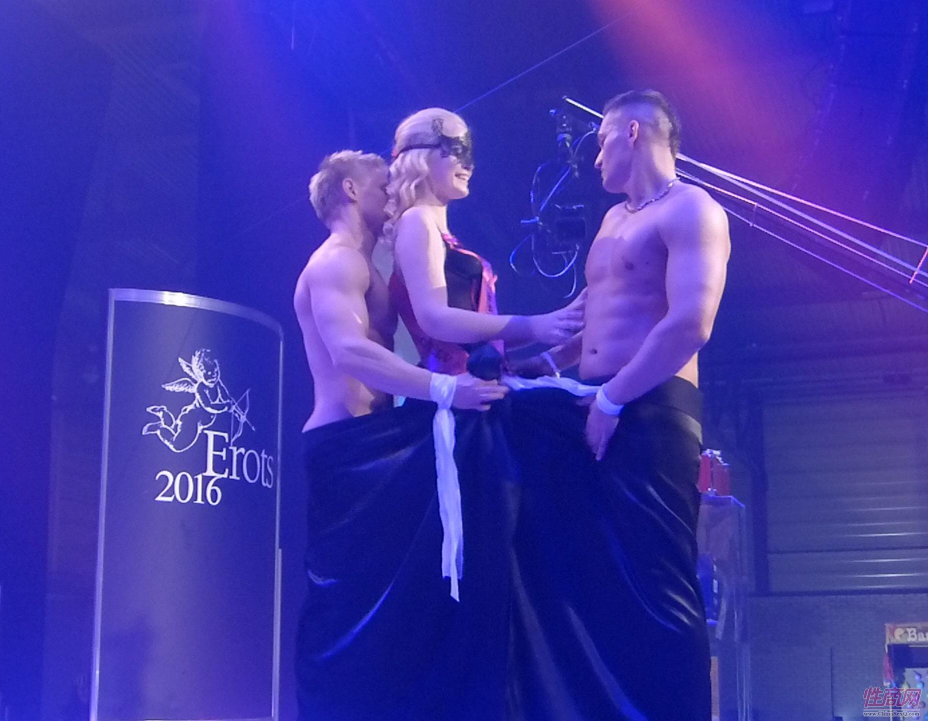 舞蹈表演是拉脱维亚成人展的亮点之一