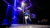 2015拉脱维亚成人展高挑美女模特吸睛图片8