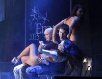 2015拉脱维亚成人展观众与美女暧昧互动图片14