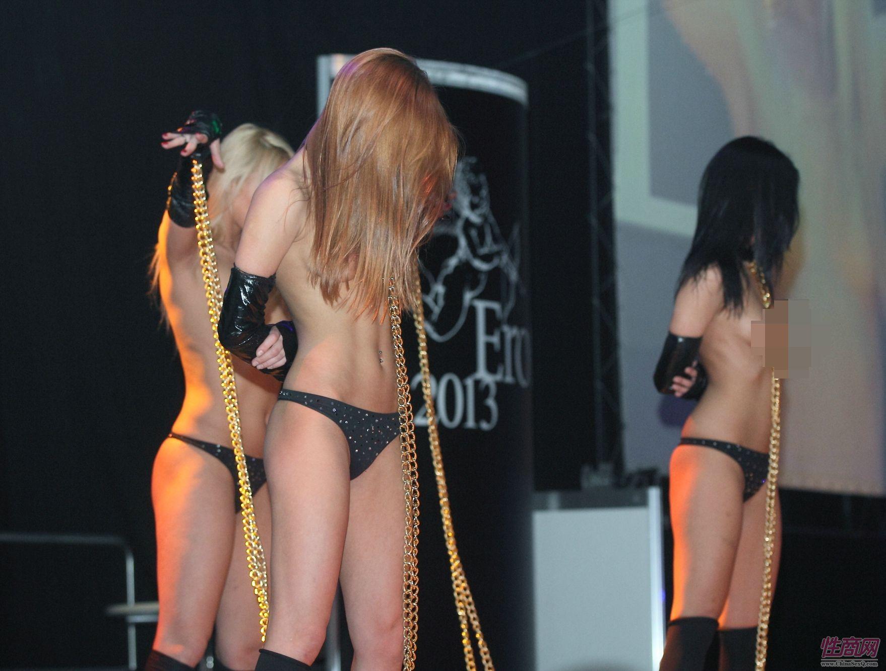 2013拉脱维亚成人展SM表演另类略显恐怖图片2