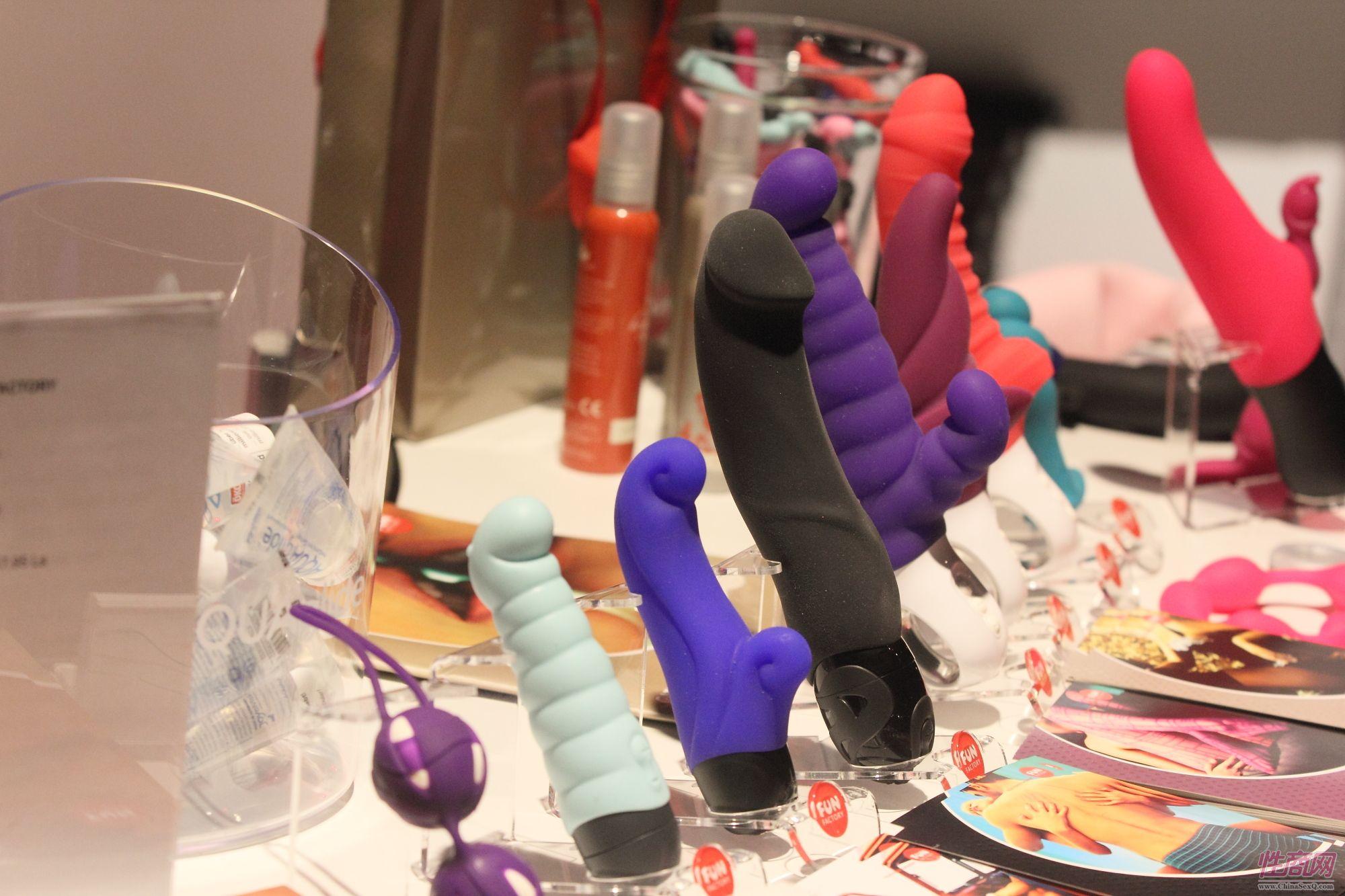 2013拉脱维亚成人展Erots商家展示性用品图片2