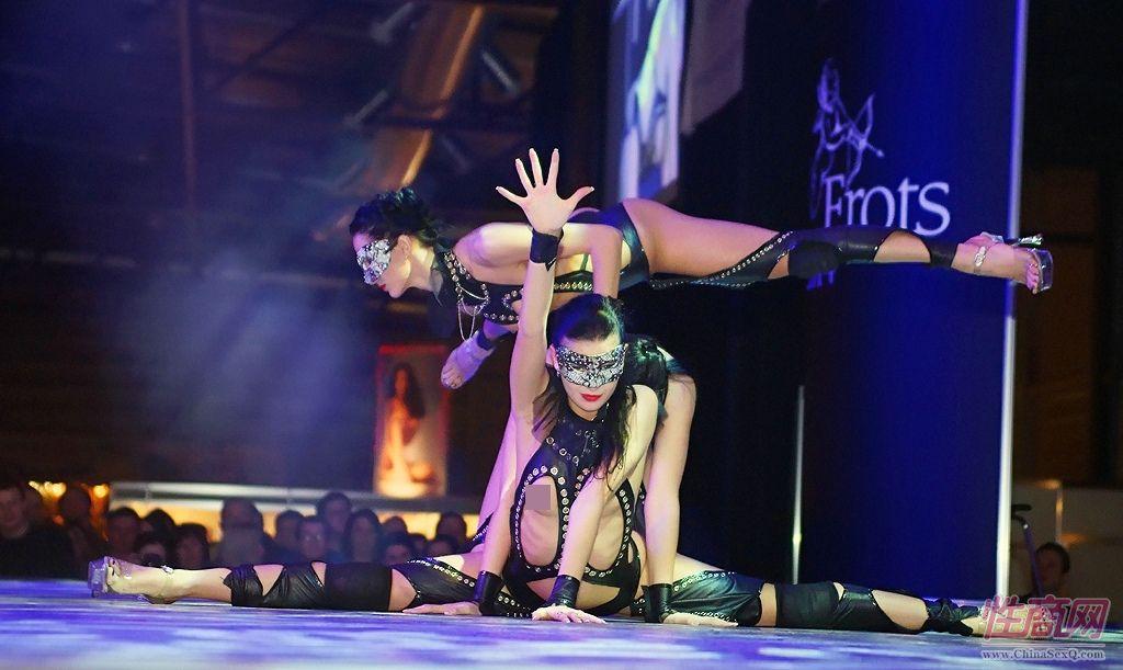 2014拉脱维亚成人展半裸热舞引爆现场气氛图片2