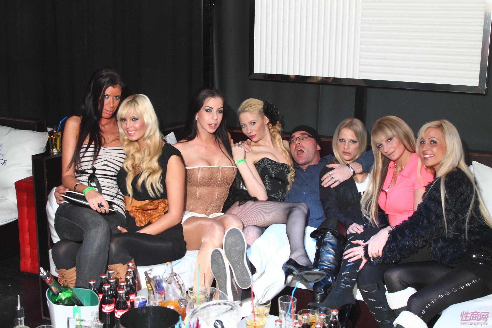 2012拉脱维亚成人展Erots嘉宾参加性感派对图片1