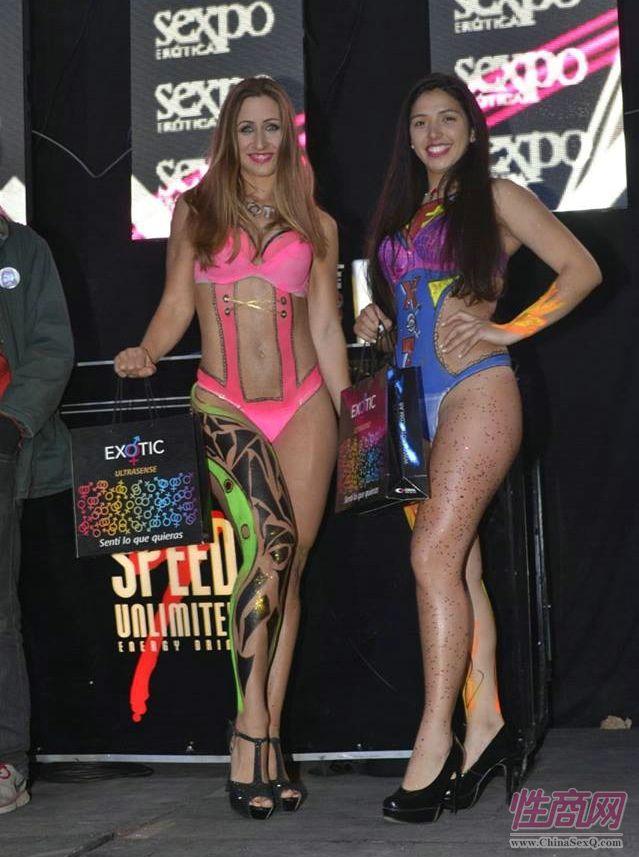 阿根廷成人展的性感女模特