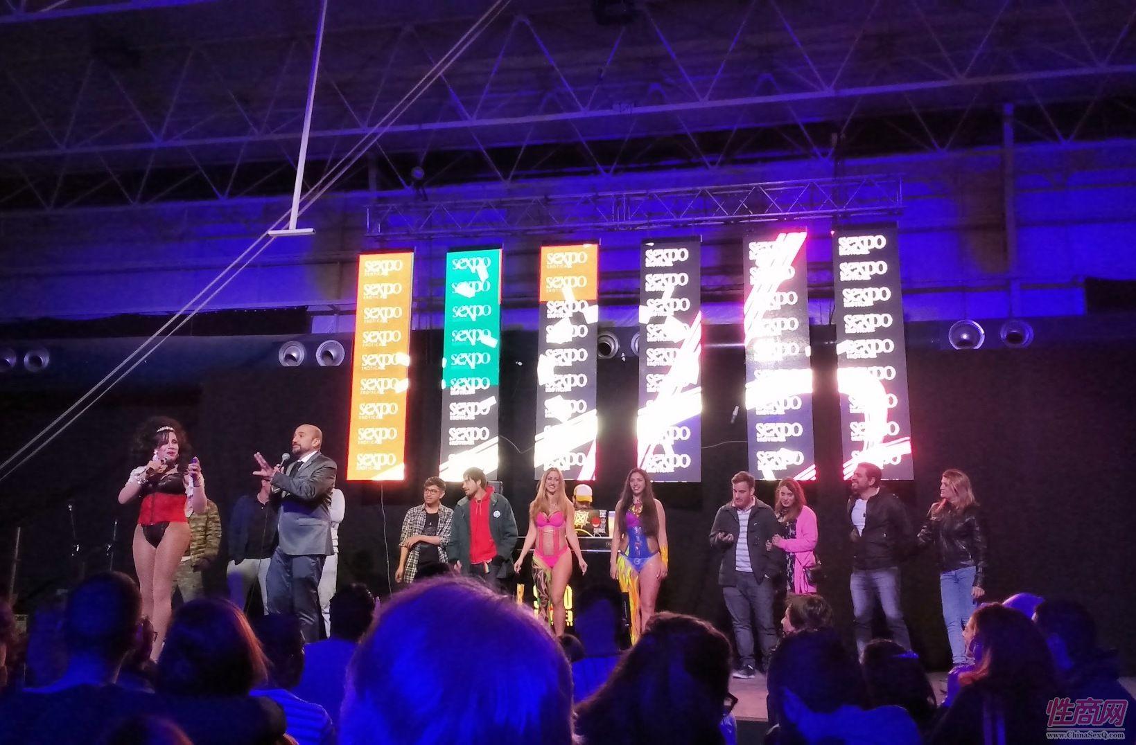奔放的性感热舞是阿根廷成人展的特色