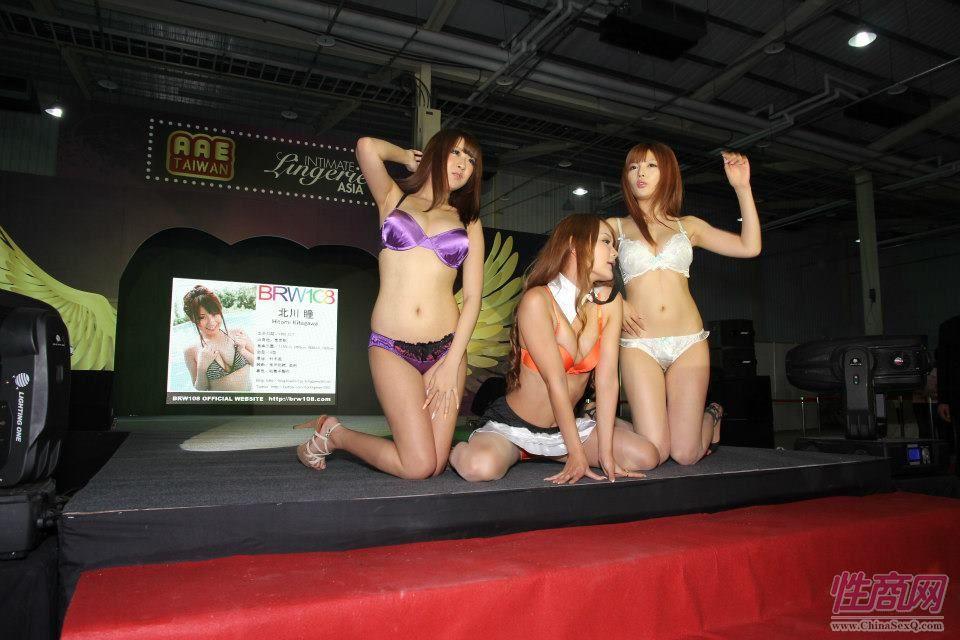 2012台湾亚洲成人博览女优助阵粉丝尖叫图片13