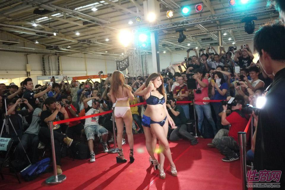 2012台湾亚洲成人博览女优助阵粉丝尖叫图片25