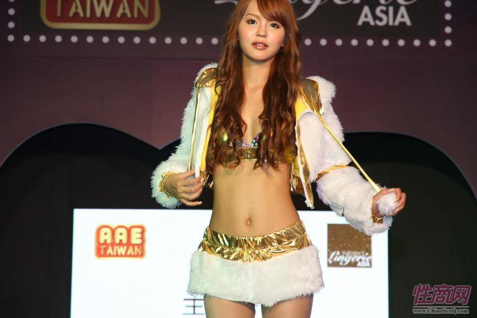 2012台湾亚洲成人博览女优助阵粉丝尖叫图片28