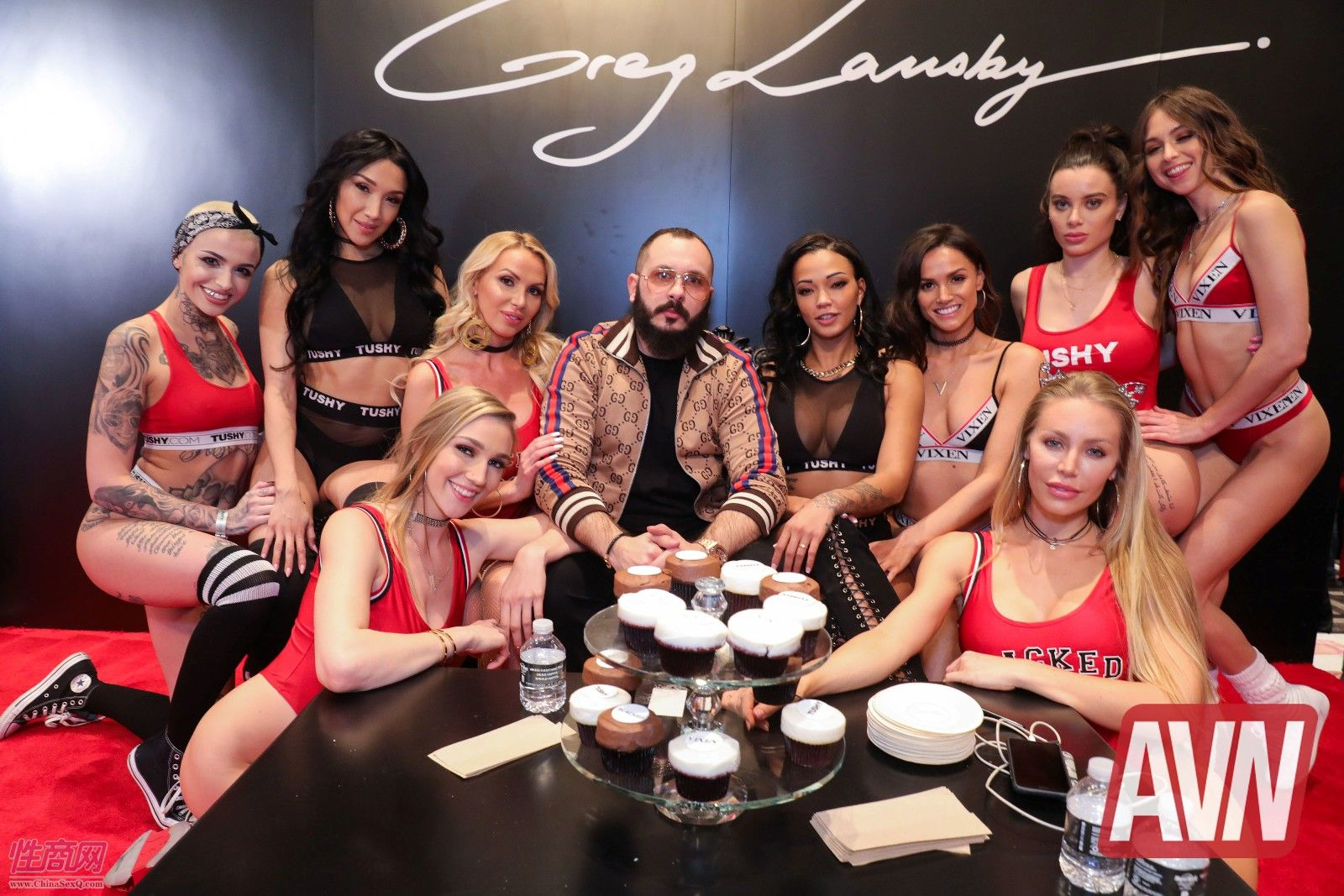 TUSHY成人视频网展台邀请了众多高颜值美女影星助阵。成人视频网站成为欧美互联网的一大热点,但成人视频服务在中国被法律禁止。