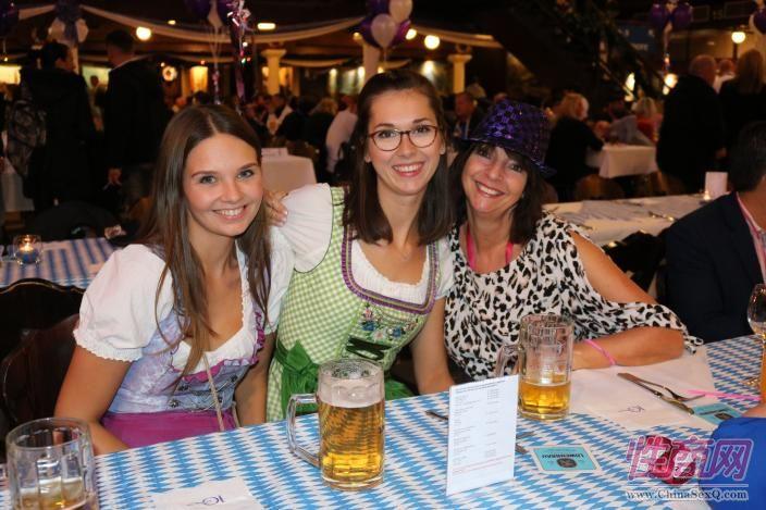 展会期间,恰逢德国当地传统的十月节(啤酒节)