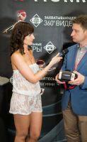 美女记者采访展商