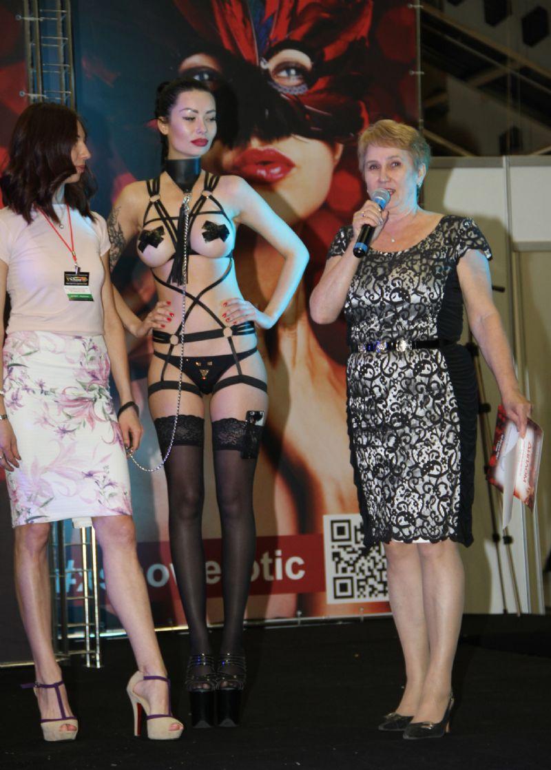 颁奖典礼上的性感模特
