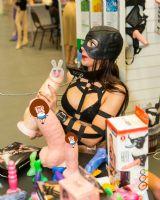 仿真的女用玩具,虽然色彩斑斓但形状不忍直视