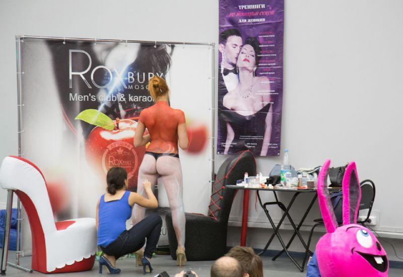 现场表演人体彩绘