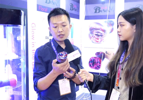 广州性文化节视频采访-比色:炫彩配色已成为品牌特色