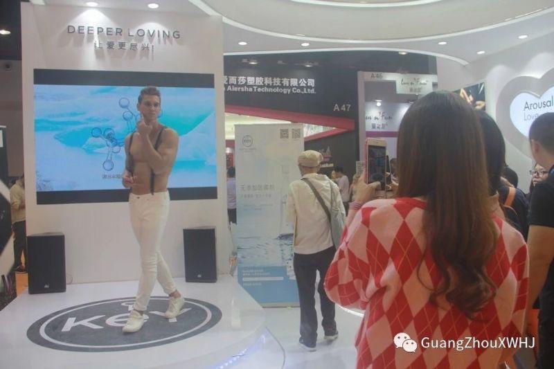 18年广州性文化节-展会现场 (66)