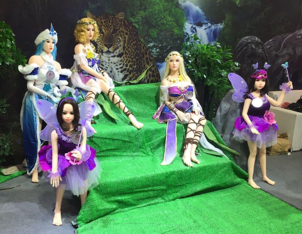 18年广州性文化节:实体娃娃 (1)