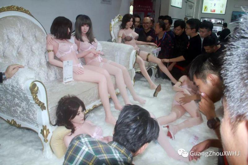 18年广州性文化节:实体娃娃 (27)