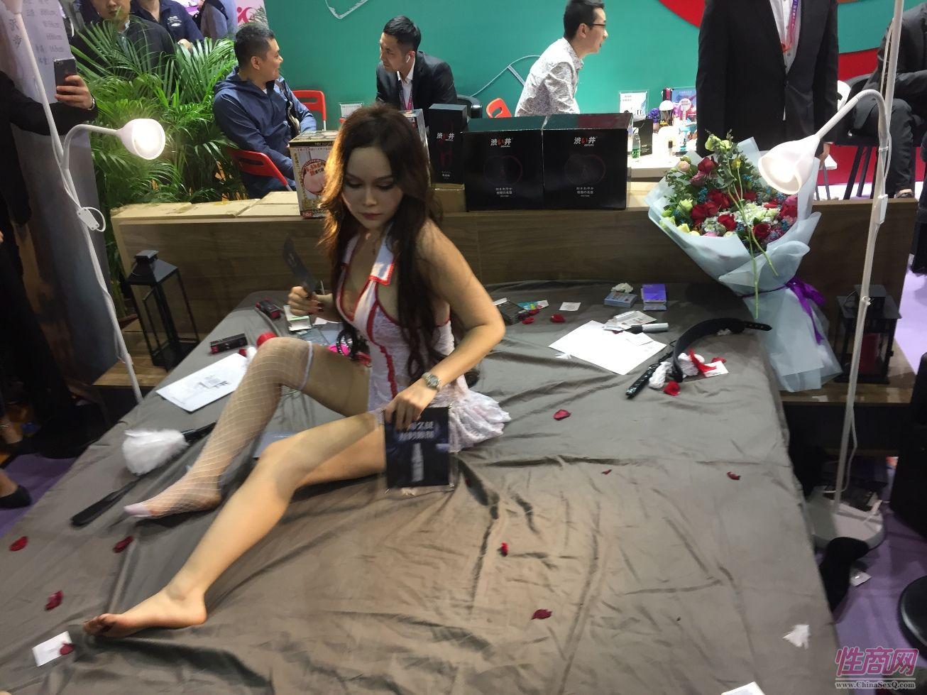 18年广州性文化节-美女模特 (2)