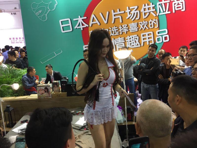 18年广州性文化节-美女模特 (9)