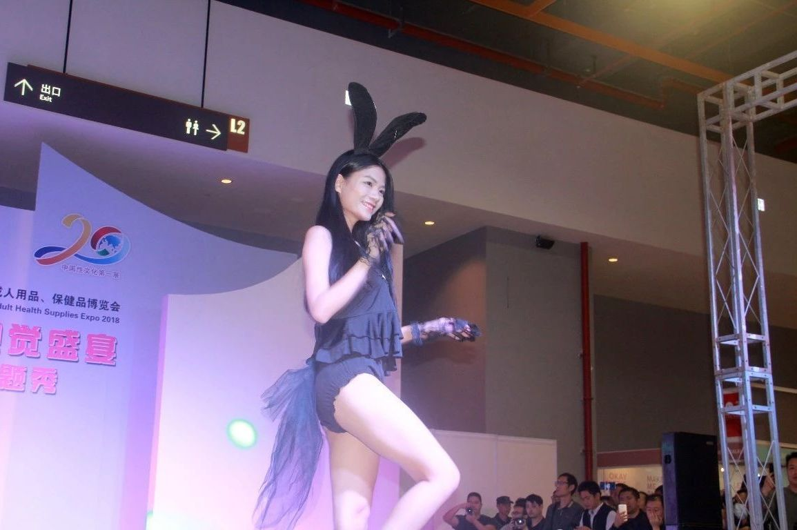 18年广州性文化节-美女模特 (20)