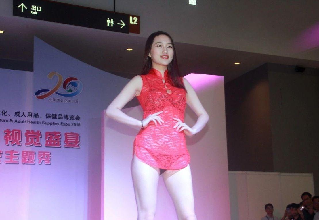 18年广州性文化节-美女模特 (21)