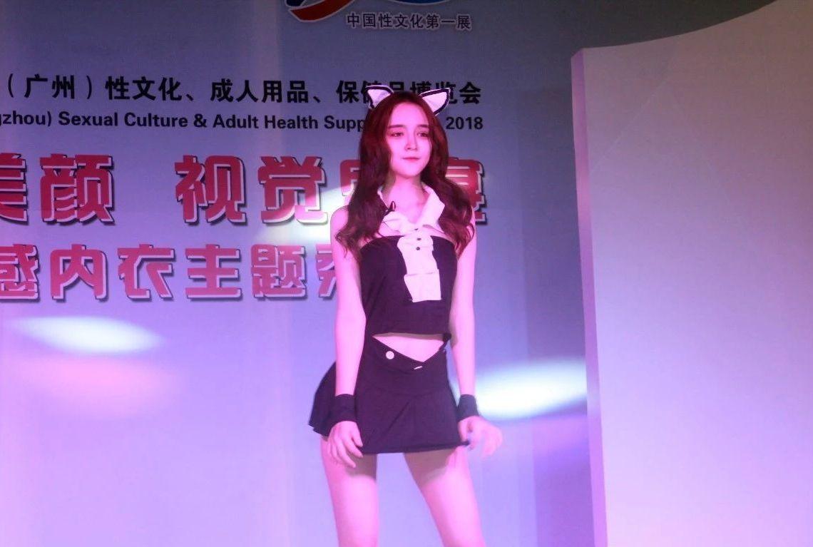 18年广州性文化节-美女模特 (23)
