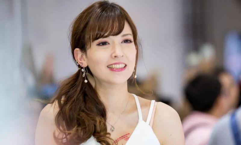 日本知名女优泷泽萝拉
