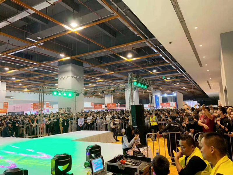 18年广州性文化节-展会现场 (15)